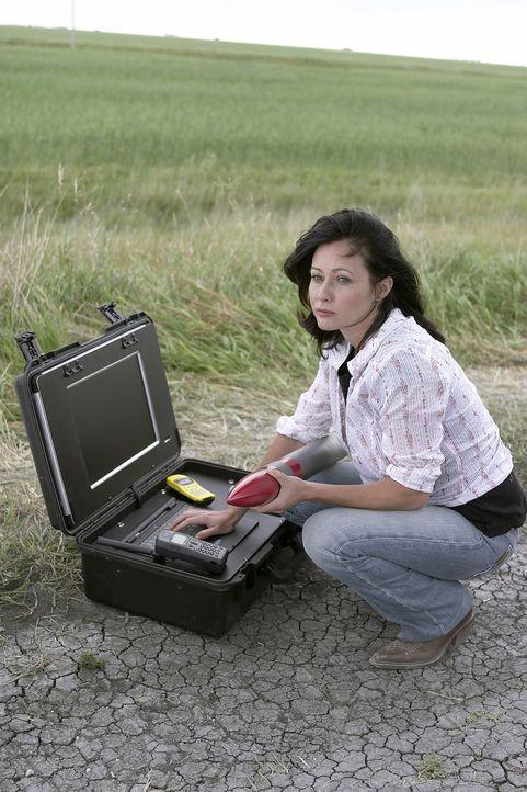 Als immer neue Stürme Schneisen der Verwüstung hinterlassen, macht sich die Wissenschaftlerin Faith Clavell (Shannen Doherty) daran, dem Phänomen... - Bildquelle: 2006 RHI Entertainment Distribution, LLC