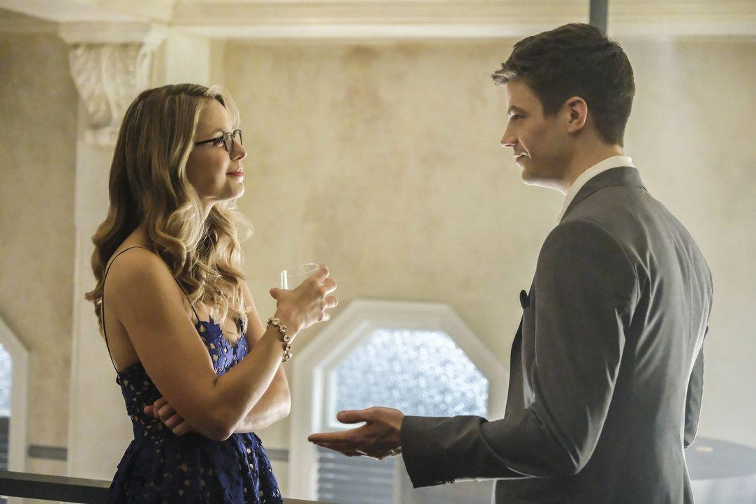 Ausgerechnet nachdem Kara (Melissa Benoist, l.) erfahren hat, dass der Mann, den sie liebt, verheiratet ist, steht auch Barrys (Grant Gustin, r.) Ho... - Bildquelle: 2017 Warner Bros.