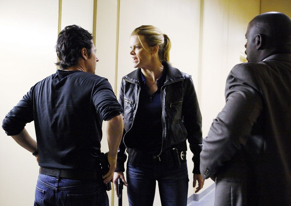 Werden sich Don (Rob Morrow, l.), Janet Galvin (Missi Pyle, M.) und David (Alimi Ballard, r.) einig? - Bildquelle: Paramount Network Television