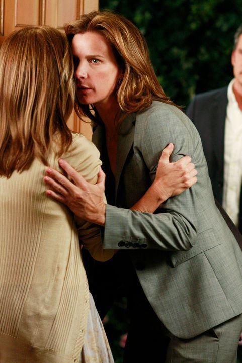 Erboste Familie zu Besuch: Sarah (Rachel Griffiths, r. ) versucht die gereizte Stimmung abzuwenden ... - Bildquelle: 2008 ABC INC.