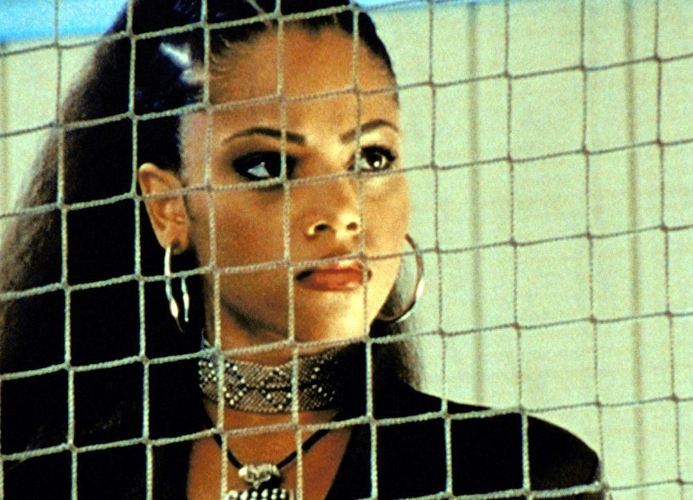 In Sunnydale ist ein unbekanntes Mädchen namens Kendra (Bianca Lawson) aufgetaucht, die behauptet, ebenfalls Vampirjägerin zu sein. - Bildquelle: TM +   2000 Twentieth Century Fox Film Corporation. All Rights Reserved.