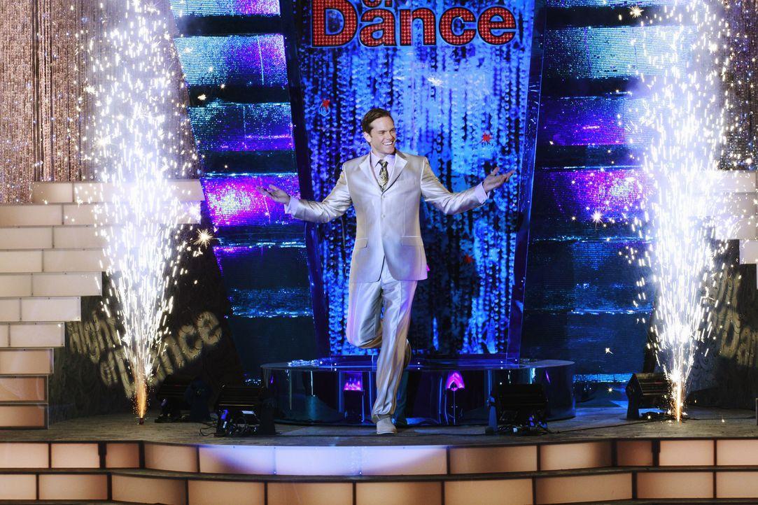 """Das große Finale der Tanzshow """"A Night of Dance"""", die von Brad Melville (Adam Harrington) präsentiert wird, begeistert das Publikum ... - Bildquelle: ABC Studios"""