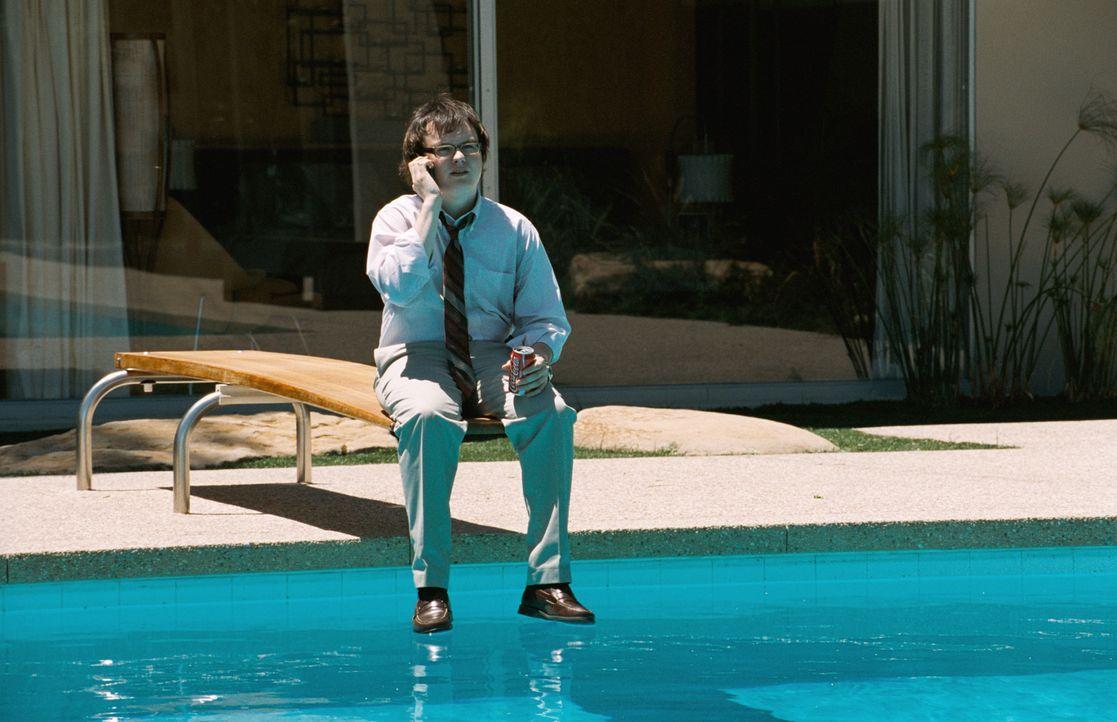 Kann Aaron (Clark Duke) seinem Chef helfen oder gefällt ihm die Situation eigentlich ganz gut? - Bildquelle: (2012) DW Studios L.L.C. All rights reserved.