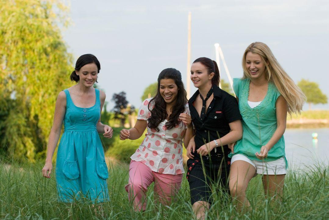 Eine für 4 - unterwegs in Sache Liebe: Lena (Alexis Bledel, l.), Carmen (America Ferrera, 2.v.l.), Tibby (Amber Tamblyn, 2.v.r.) und Bridget (Blake... - Bildquelle: Warner Bros. Television