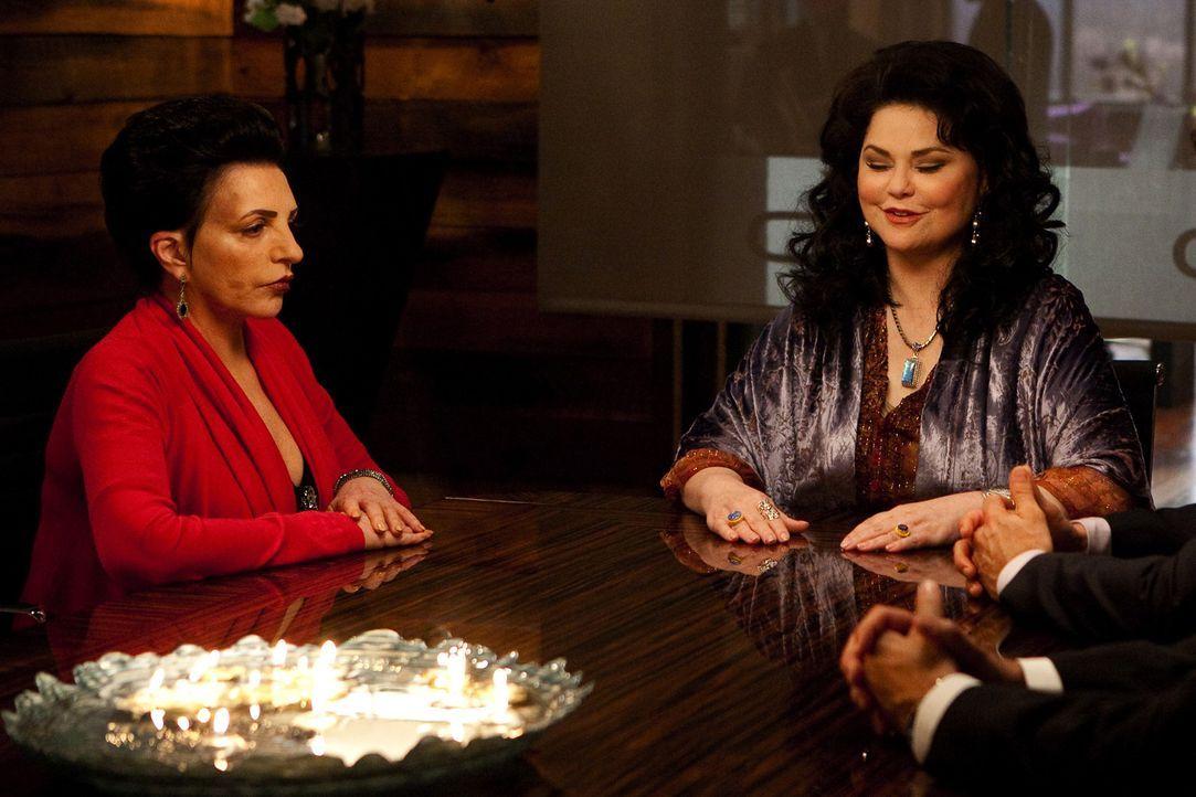Kim und Grayson bekommen es bei ihrem neuesten Fall mit den Schwestern Tessa (Delta Burke, r.) und Lily (Liza Minnelli, l.) zu tun, die beide behaup... - Bildquelle: 2009 Sony Pictures Television Inc. All Rights Reserved.