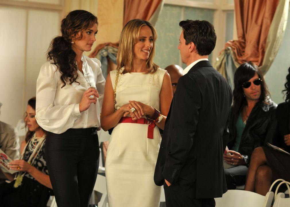 Nach einem Gespräch mit Wendy (Brooke Shields, l.) und Victory (Lindsay Price, M.) beschließt Joe Bennett (Andrew McCarthy, r.), Victory einen Heira... - Bildquelle: NBC, Inc.