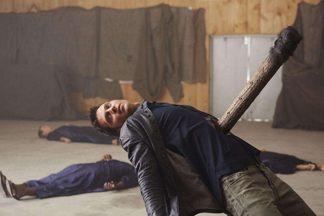 Wird Aleister (Sean Rogerson) wirklich sterben? - Bildquelle: 2015 She-Wolf Season 2 Productions Inc.