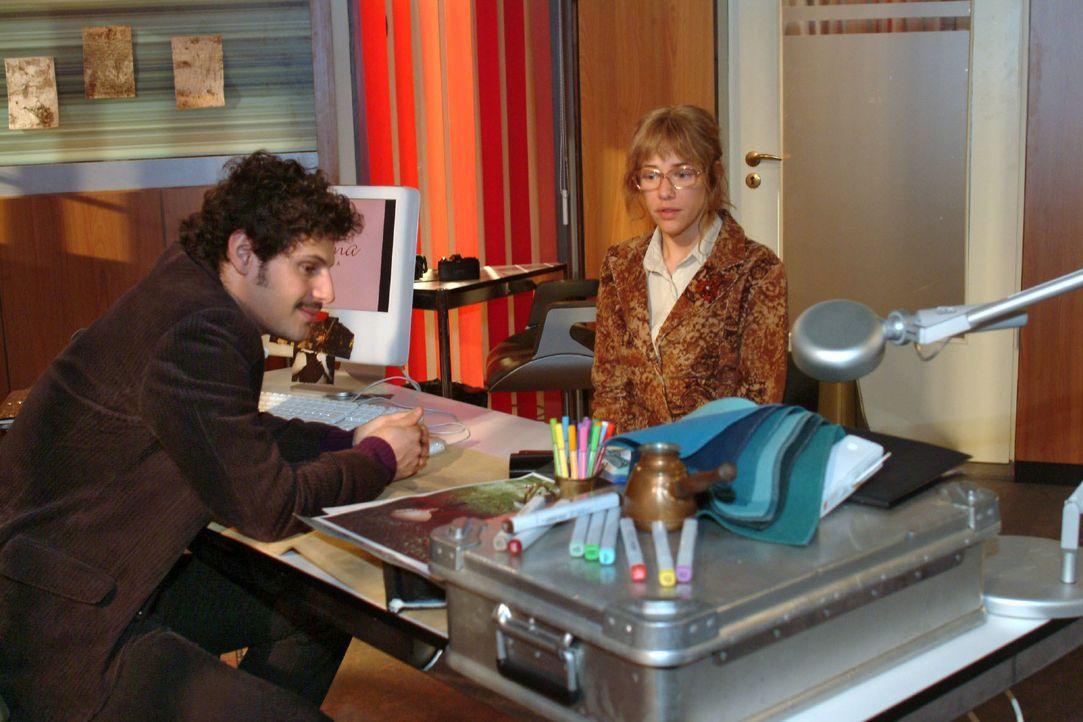 Als Lisa (Alexandra Neldel, r.) Rokko (Manuel Cortez, l.) sensibel erklären möchte, dass seine Schwärmerei für sie zu nichts führt, reagiert dieser... - Bildquelle: Noreen Flynn SAT.1 / Noreen Flynn