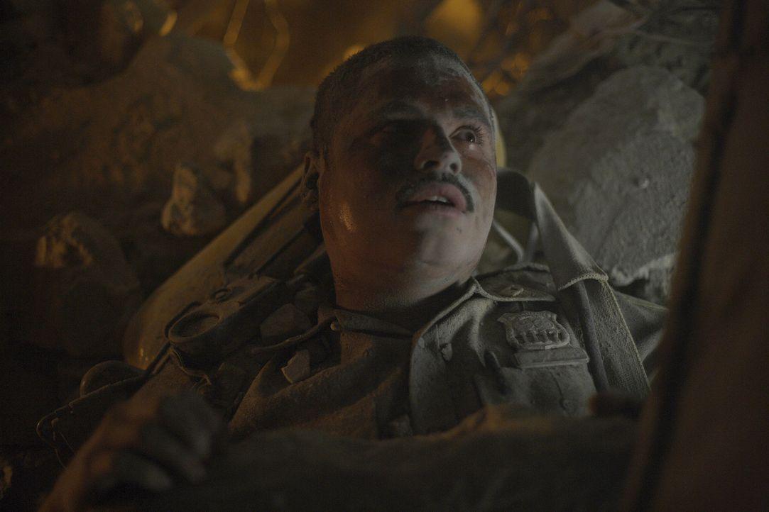 Will Jimeno (Michael Pena) wird bei der Bergung der Verletzten und Toten selbst zu einem Opfer ... - Bildquelle: TM &   Paramount Pictures. All Rights Reserved.