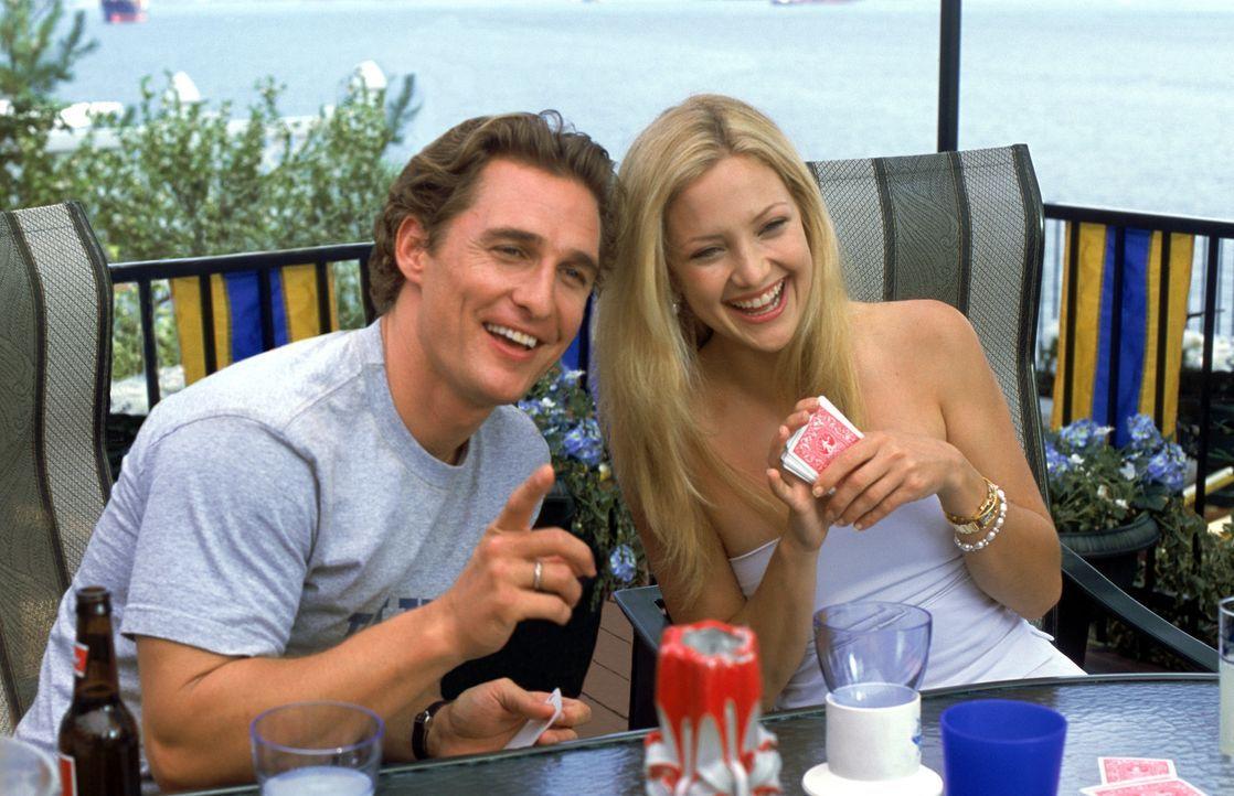Während Journalistin Andie (Kate Hudson, r.) für einen Artikel recherchiert, wie mühelos sich ein Lover abservieren lässt, will Werbeagent Benja... - Bildquelle: Paramount Pictures