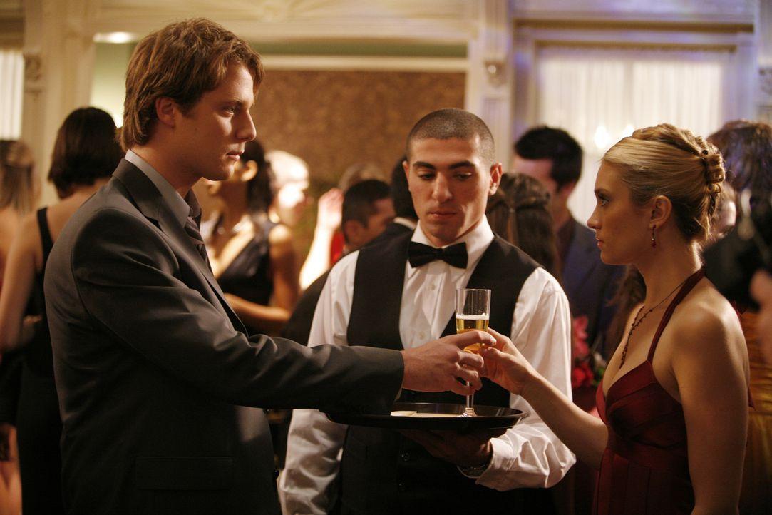 Durch den Verbindungsball werden alte Wunden aufgerissen: Evan (Jake McDorman, l.) und Casey (Spencer Grammer, r.) ... - Bildquelle: ABC Family