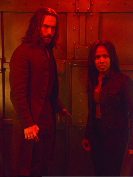 Als Hawley für eine alte Bekannte in das Archiv von Ichabod (Tom Mison, l.) und Abbie (Nicole Beharie, r.) einbricht, sorgt das für riesige Probleme... - Bildquelle: 2014 Fox and its related entities. All rights reserved