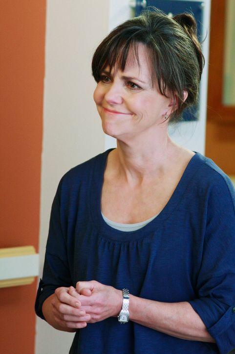 Nora (Sally Field) platzt vor der Familie heraus, dass sie Ryan besucht hat. Wie wird die Walker-Familie reagieren? - Bildquelle: 2008 ABC INC.