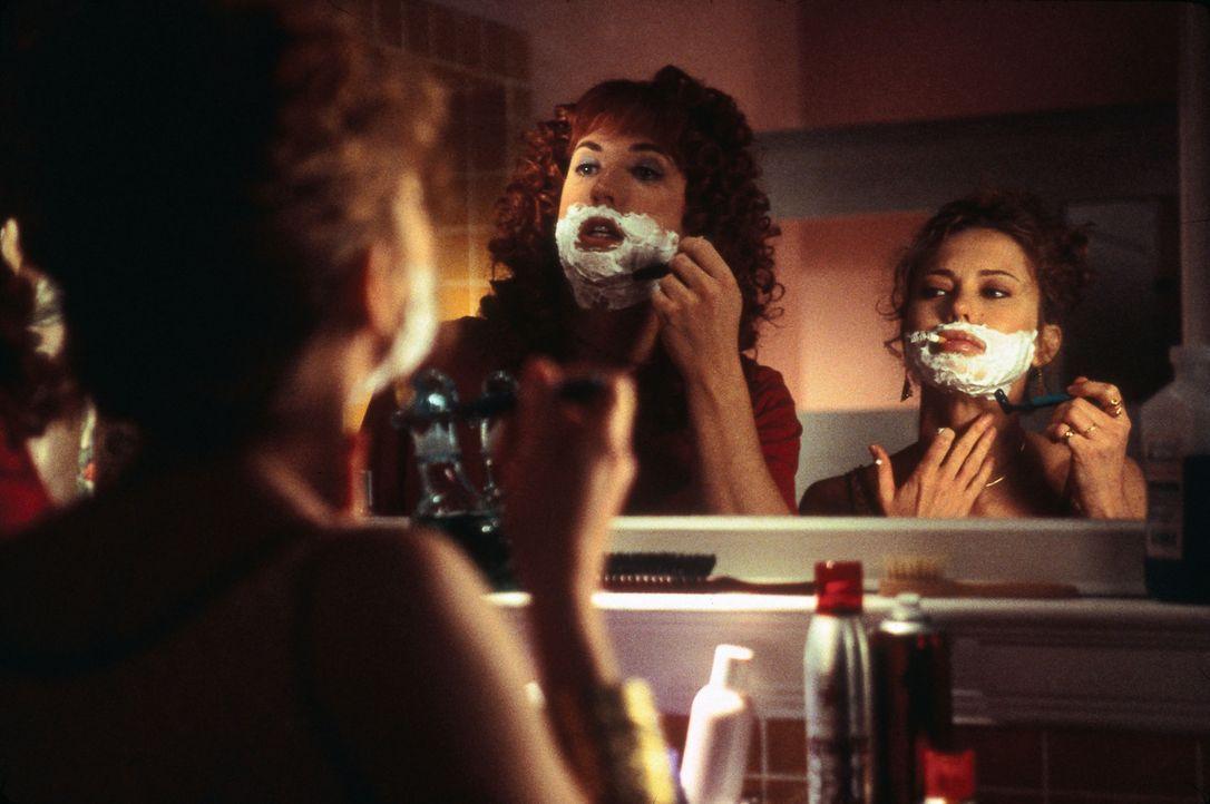 Schon bald müssen Dave (Barry Watson, r.) und Doofer (Harland Williams, l.) erkennen, dass das Leben als Frau keineswegs ein reines Zuckerschlecken... - Bildquelle: Touchstone Pictures