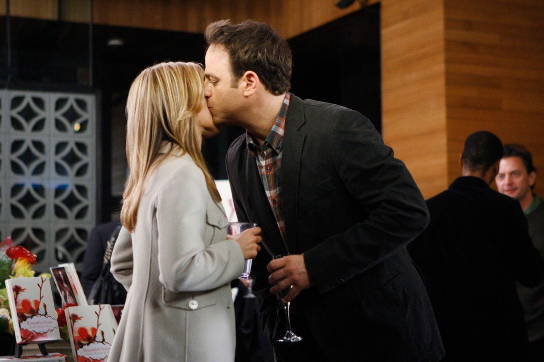 Sind glücklich miteinander: Cooper (Paul Adelstein, r.) und Charlotte (KaDee Strickland, l.) ... - Bildquelle: ABC Studios