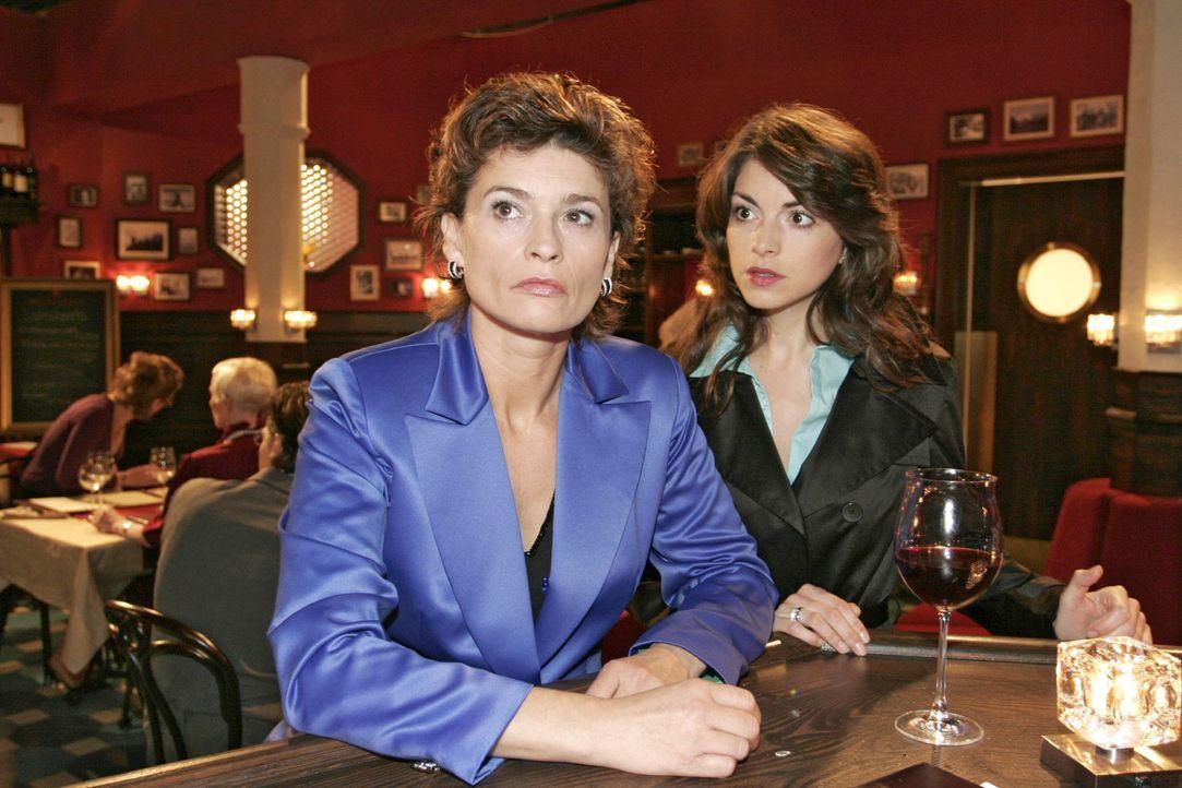Mariella (Bianca Hein, r.) stellt ihre Mutter (Gabrielle Scharnitzky, l.), die wieder getrunken hat, zur Rede - sie weiß, dass diese dringend profes... - Bildquelle: Noreen Flynn SAT.1 / Noreen Flynn
