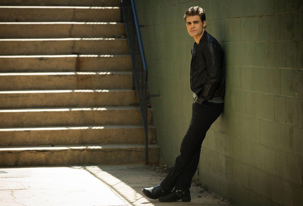 Die neuen Ereignisse führen Stefan (Paul Wesley) in die Einsamkeit, aus der ihm scheinbar nur Caroline helfen will ... - Bildquelle: Warner Brothers