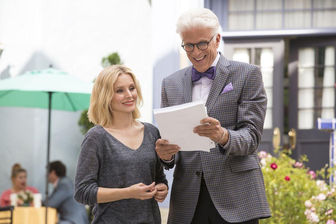 """Geben alles, um das Schicksal von """"Good Place"""" zum Guten zu wenden: Michael (Ted Danson, r.) und Eleanor (Kristen Bell, l.) ... - Bildquelle: 2016 Universal Television LLC. ALL RIGHTS RESERVED."""