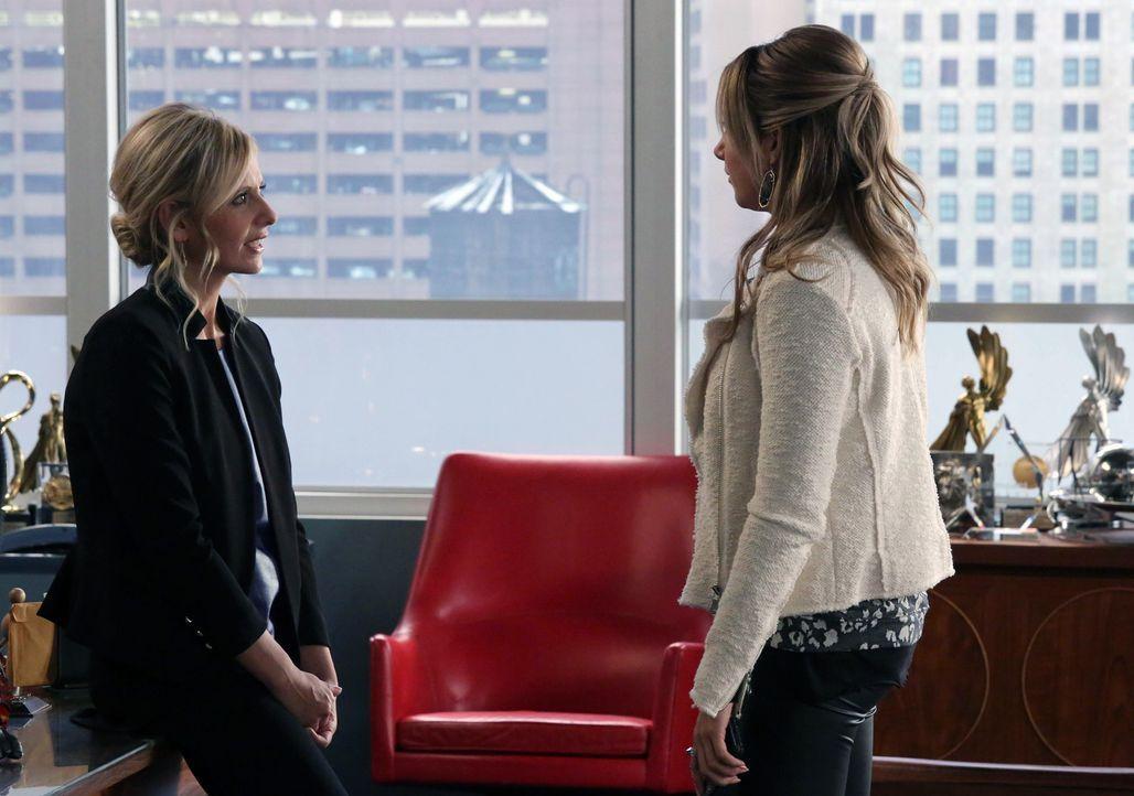 Die Tochter (Ashley Tisdale, r.) eines wichtigen Kunden macht ein Praktikum in der Agentur. Leider ist sie faul und eingebildet und bekommt deshalb... - Bildquelle: 2013 Twentieth Century Fox Film Corporation. All rights reserved.