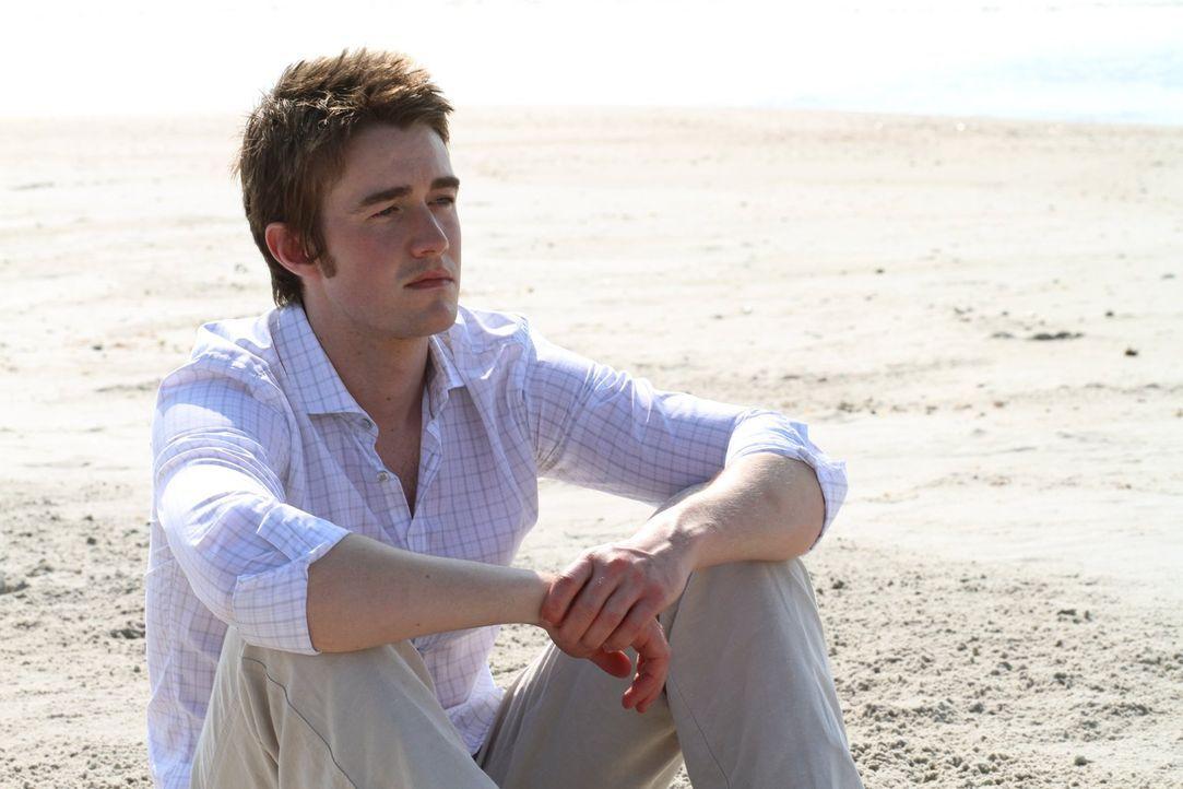 Clay (Robert Buckley) hatte gehofft, dass die Geschichte mit Katie nun endgültig abgeschlossen ist. Doch das ist sie sicher nicht ... - Bildquelle: Warner Bros. Pictures