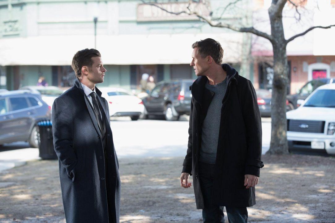 Elijah (Daniel Gillies, l.) und Finn (Casper Zafer, r.) müssen ihre Streitigkeiten beiseitelegen, um Freya aus den Fängen eines neuen-alten Feindes... - Bildquelle: Warner Bros. Entertainment, Inc.