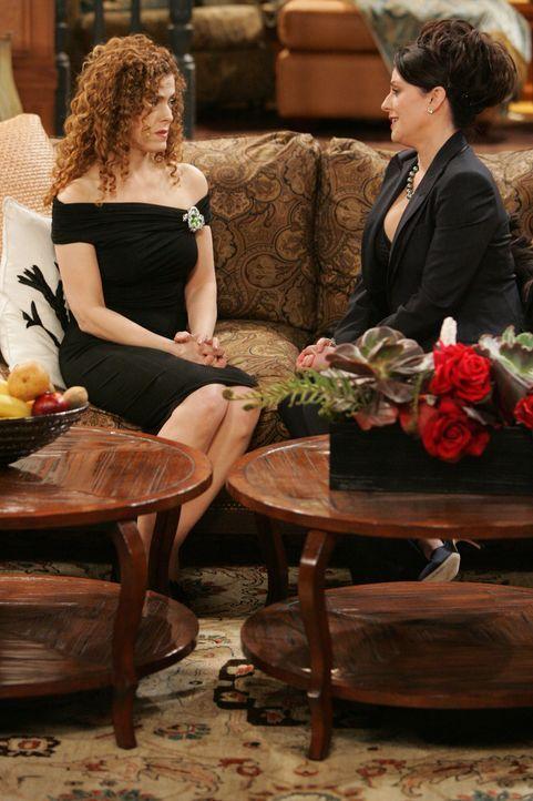 Während Ginnys (Bernadette Peters, l.) Besuch erkennt Karen (Megan Mullally, r.), dass sie nicht die Schuld an dem Hinken ihrer Schwester trägt ... - Bildquelle: Chris Haston NBC Productions