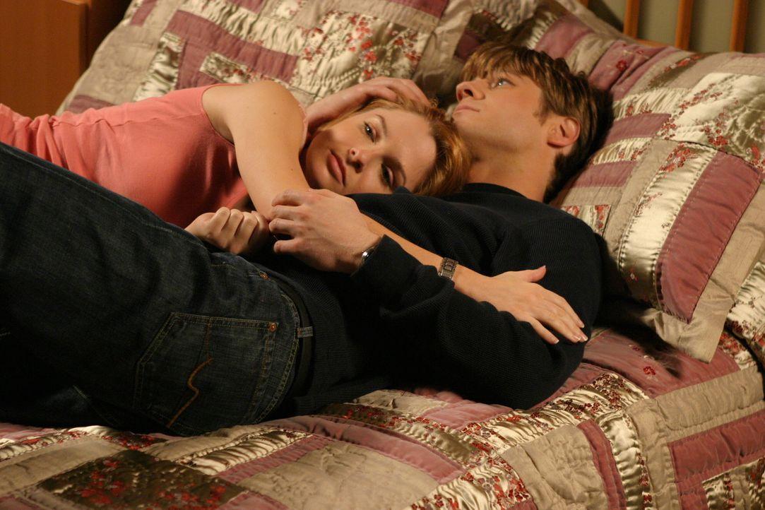Nachdem feststeht, dass Lindsay (Shannon Lucio, l.) Calebs Tochter ist, will er sie adoptieren, doch Lindsay beschließt mit ihrer Mutter nach Chica... - Bildquelle: Warner Bros. Television