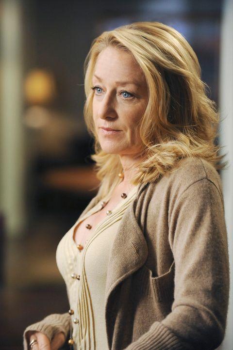 Ihre Geldnöte kann Holly (Patricia Wettig) nicht mehr verbergen und sie sieht sich gezwungen, Nora um einen Kredit zu bitten ... - Bildquelle: 2009 American Broadcasting Companies, Inc. All rights reserved.