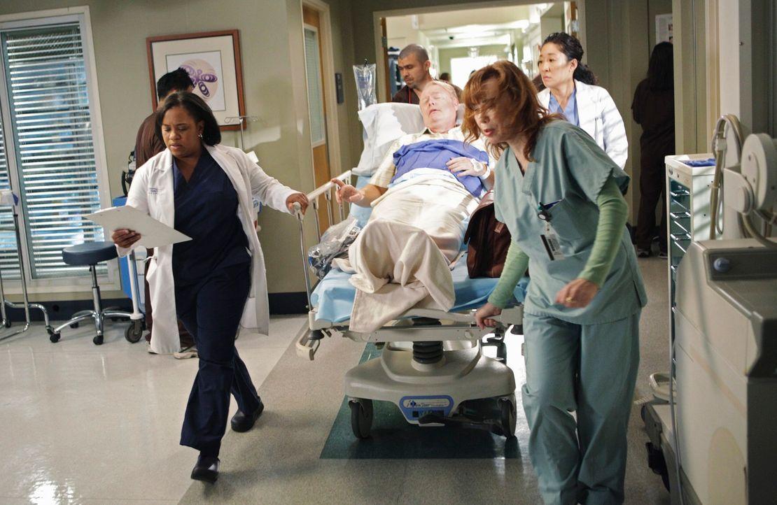 Bailey (Chandra Wilson, l.) und Cristina (Sandra Oh, r.) haben es mit einem ganz merkwürdigen Patienten zu tun. Patient Ivan Fink (Christian Clemens... - Bildquelle: ABC Studios