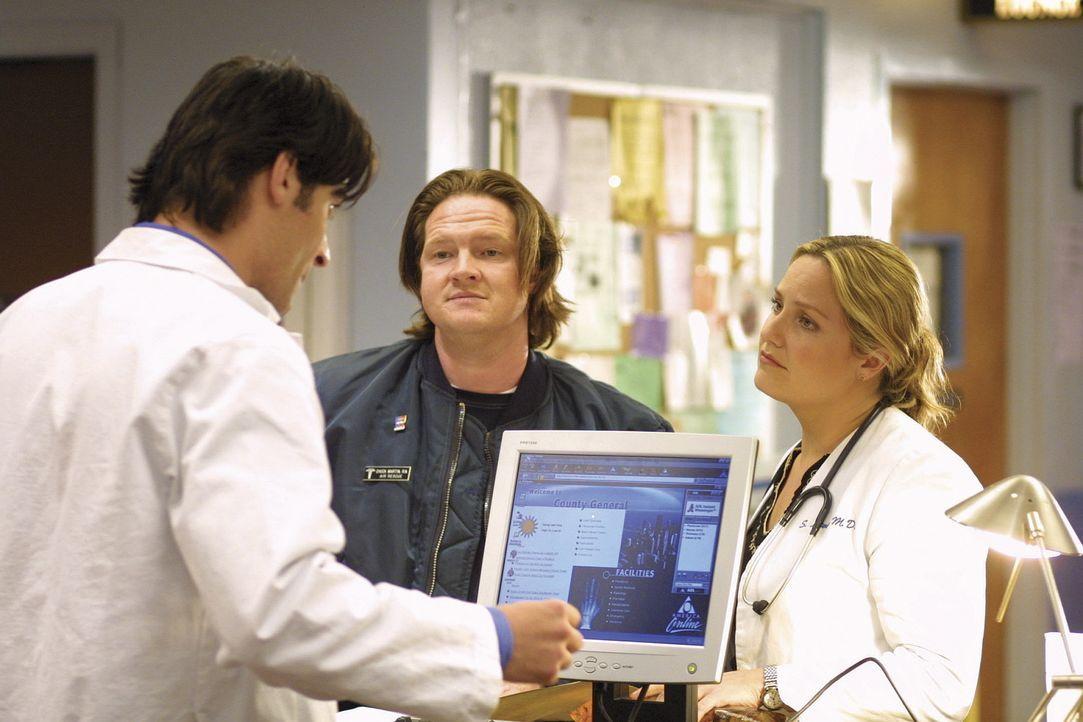 Dr. Susan Lewis (Sherry Stringfield, r.) hat Probleme, die Beziehung zu Chuck (Donal Logue, M.) zu beenden, den sie erst kürzlich überstürzt gehe... - Bildquelle: TM+  2000 WARNER BROS.