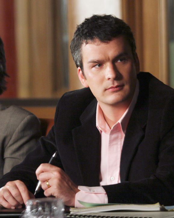 Tommy (Balthazar Getty) ist überrascht von Holly's Vorschlag ... - Bildquelle: Disney - ABC International Television