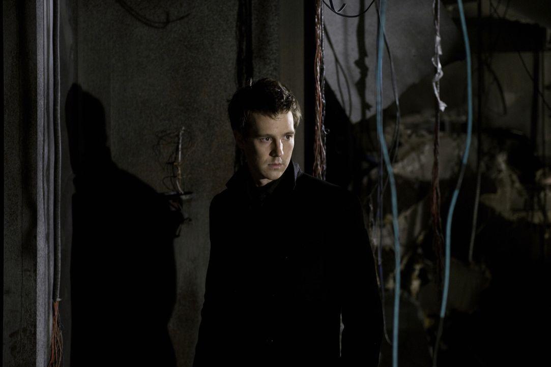 Seit Jahren trägt Josef (Jason Dorhing) ein dunkles Geheimnis mit sich herum. Es ist der Grund, warum er nicht an eine Beziehung zwischen Beth und M... - Bildquelle: Warner Brothers