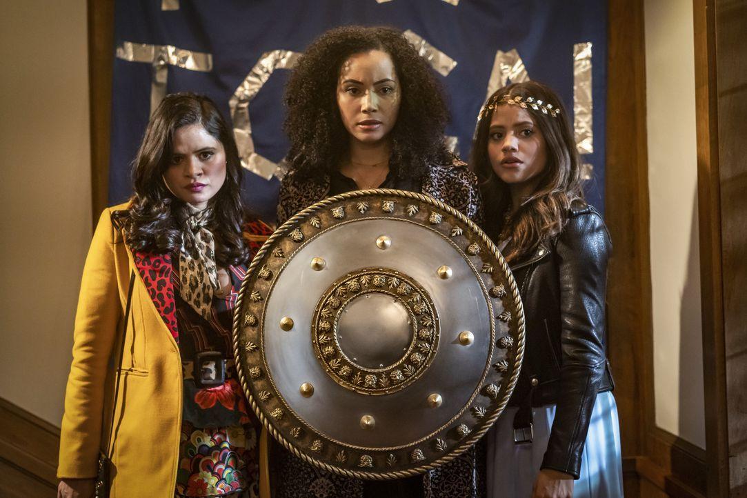 (v.l.n.r.) Mel Vera (Melonie Diaz); Macy Vaughn (Madeleine Mantock); Maggie Vera (Sarah Jeffery) - Bildquelle: Colin Bentley 2019 The CW Network, LLC. All rights reserved. / Colin Bentley