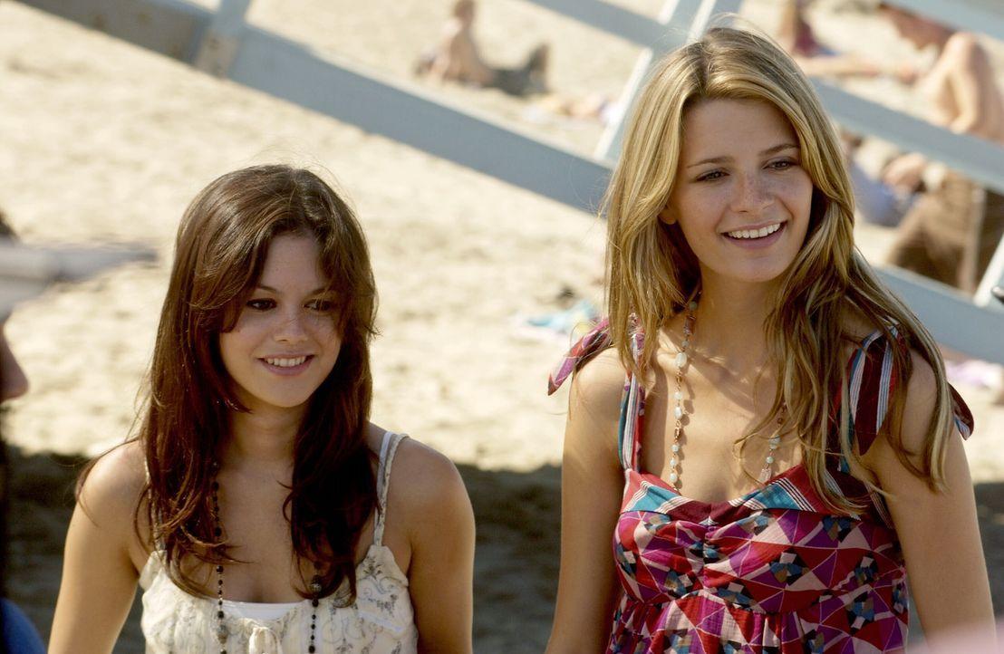 Summer (Rachel Bilson, l.) ist beunruhigt wegen Marissas (Mischa Barton, r.) neuen Freunden an der öffentlichen Schule, und bittet Ryan deswegen um... - Bildquelle: Warner Bros. Television