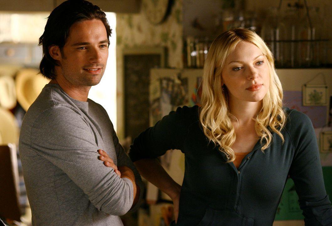 Sind sich in vielen Punkten, was das gemeinsame Leben nach der Hochzeit betrifft, noch uneinig: Hannah (Laura Prepon, r.) und Ray (Warren Christie,... - Bildquelle: ABC Studios
