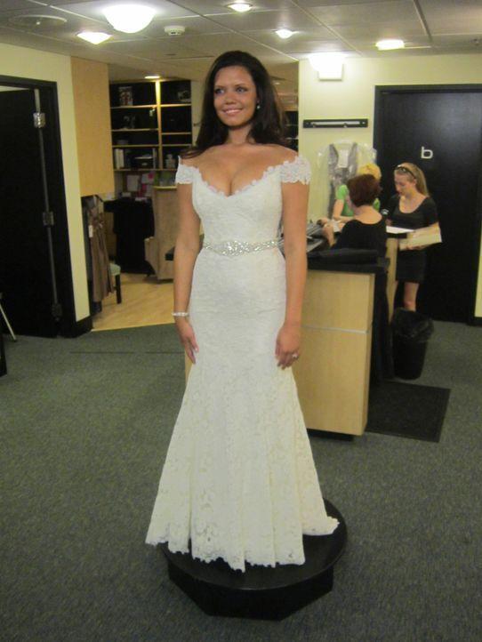 """Hailee Johnson hat bereits das passende Kleid zu ihrem Hochzeitsthema """"Old Hollywood-Glamour"""" gefunden, aber wird es auch  ihrer Mutter gefallen? - Bildquelle: Discovery Communications"""