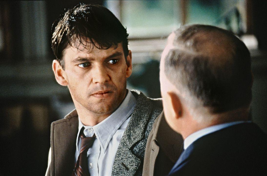 Nach und nach gelingt es Tom (Dougray Scott, l.), in Erfahrung zu bringen, dass seine vermisste Geliebte im Verdacht steht, eine deutsche Spionin zu... - Bildquelle: Senator Film
