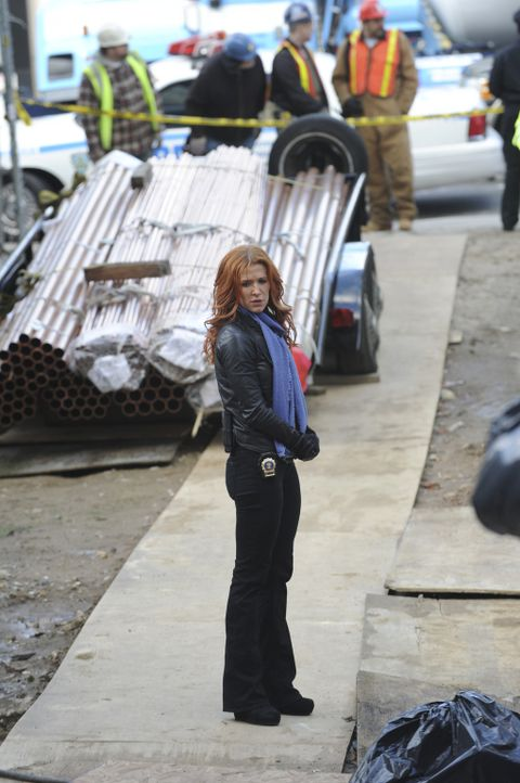 Bei den Ermittlungen in einem neuen Mordfall: Carrie (Poppy Montgomery) ... - Bildquelle: 2011 CBS Broadcasting Inc. All Rights Reserved.