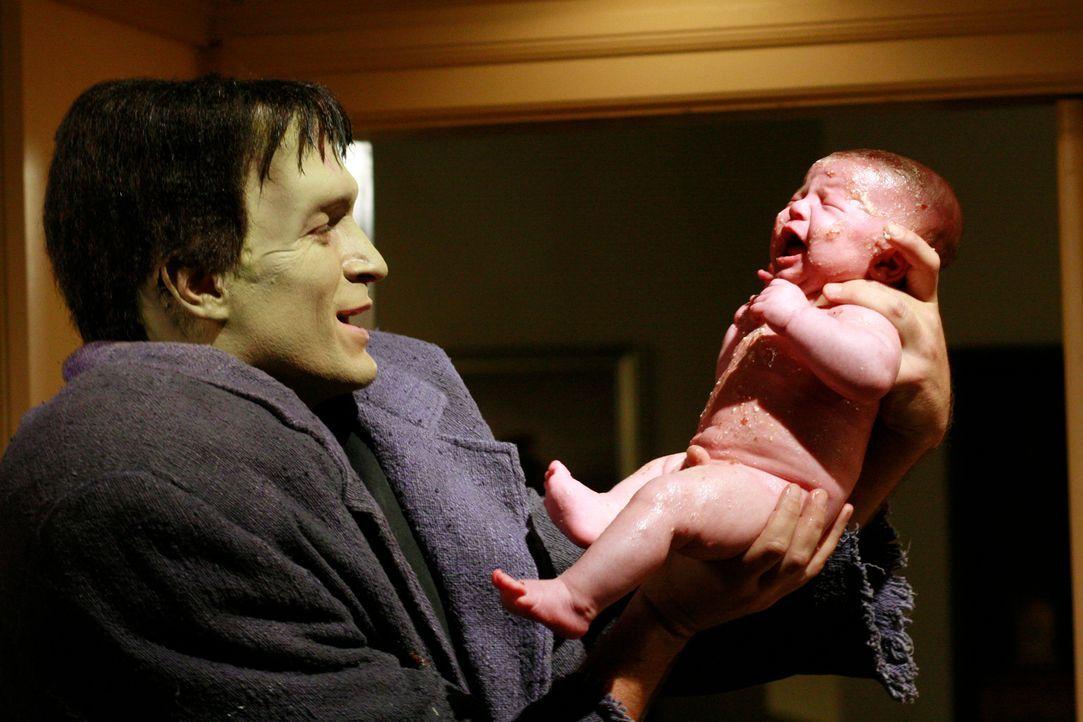 Adam (Nathan Fillion) bringt Danielles Baby kerngesund zur Welt und verspricht das Geheimnis für sich zu behalten ... - Bildquelle: ABC Studios