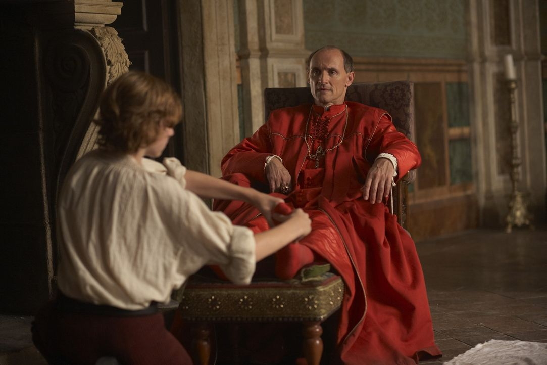Kardinal della Rovere (Colm Feore, r.) ahnt nicht, dass ihm ein Mord angehängt werden wird ... - Bildquelle: LB Television Productions Limited/Borgias Productions Inc./Borg Films kft/ An Ireland/Canada/Hungary Co-Production. All Rights Reserved.