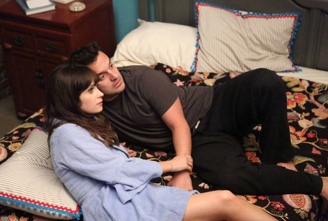 Sind glücklich miteinander: Jess (Zooey Deschanel, l.) und Nick (Jake Johnson, r.) ... - Bildquelle: TM &   2013 Fox and its related entities. All rights reserved.