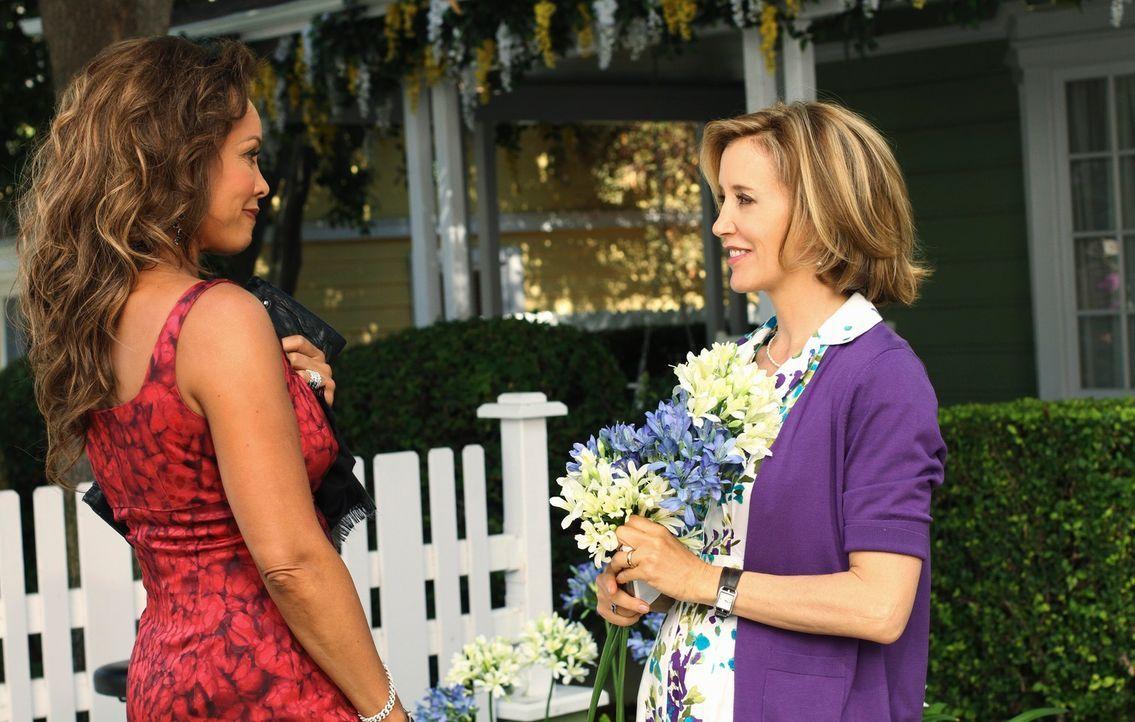 Ein Wiedersehen nach langer Zeit: Lynette (Felicity Huffman, r.) und Renee (Vanessa Williams, l.) ... - Bildquelle: ABC Studios