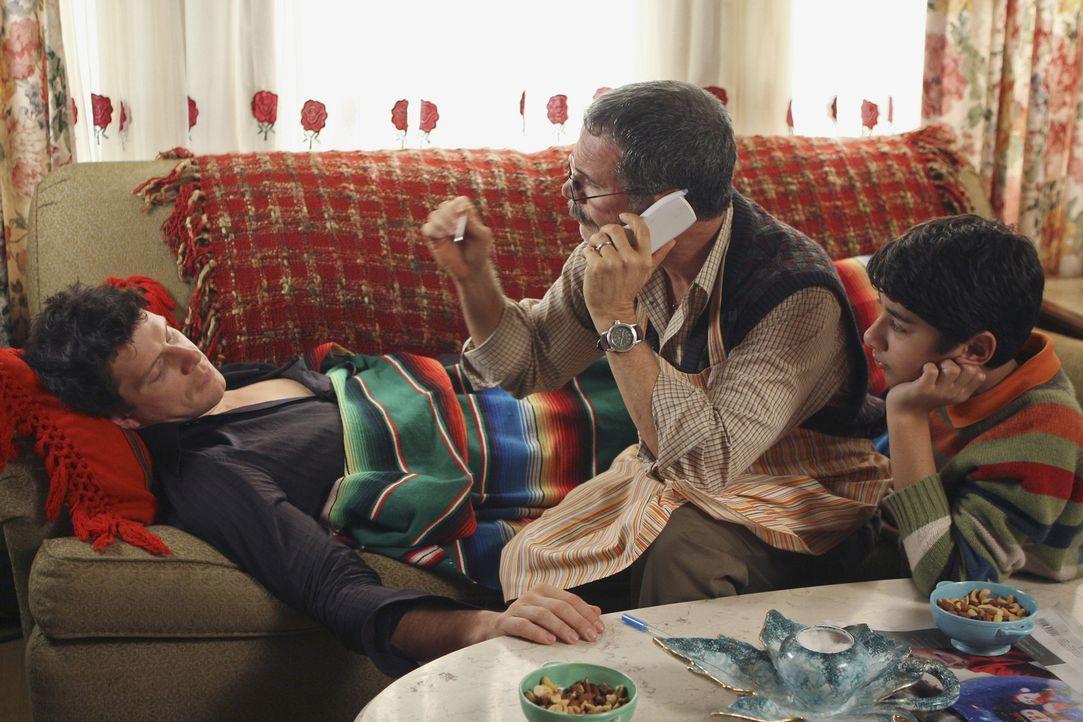 Betty hat den sturzbetrunkenen Daniel (Eric Mabius, l.) bei sich zu Hause übernachten lassen. Am nächsten Tag ist er so verkatert, dass er nicht ins... - Bildquelle: Buena Vista International Television