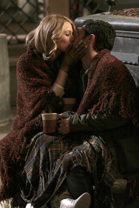 Nach einigen Sorgen kommen sich Dan (Penn Badgley, r.) und Serena (Blake Lively, l.) wieder näher ... - Bildquelle: Warner Bros. Television