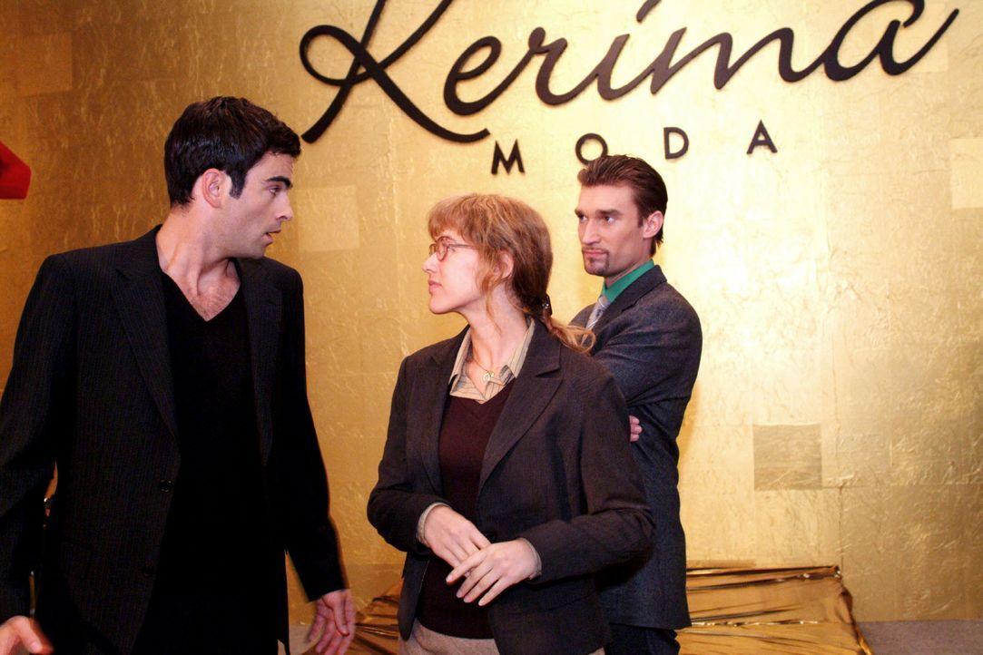 David (Mathis Künzler, l.) lehnt dankend ab, als Lisa (Alexandra Neldel, M.) ihn gemeinsam mit Richard (Karim Köster, r.) zu einer kleinen Feier e... - Bildquelle: Monika Schürle Sat.1