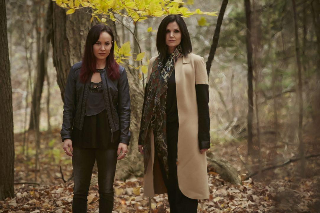 Müssen doch noch einmal gegen einen totgeglaubten Feind antreten: Paige (Tommie-Amber Pirie, l.) und Ruth (Tammy Isbell, r.) ... - Bildquelle: 2015 She-Wolf Season 2 Productions Inc.