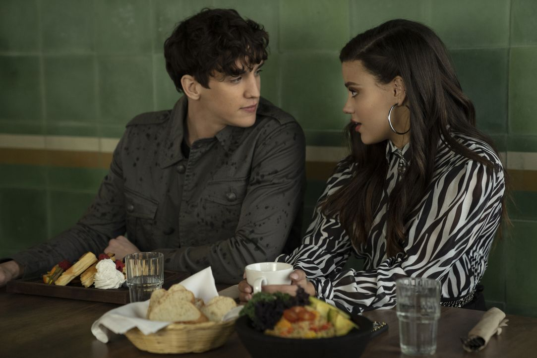 Parker (Nick Hargrove, l.); Maggie Vera (Sarah Jeffery, r.) - Bildquelle: Colin Bentley 2019 The CW Network, LLC. All rights reserved. / Colin Bentley