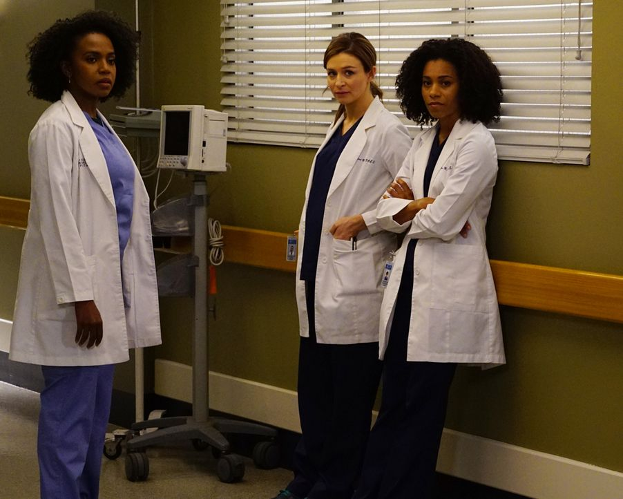 Erleben einen ganz besonderen Moment: Amelia (Caterina Scorsone, M.), Stephanie (Jerrika Hinton, l.) und Maggie (Kelly McCreary, r.) ... - Bildquelle: Richard Cartwright 2016 American Broadcasting Companies, Inc. All rights reserved.