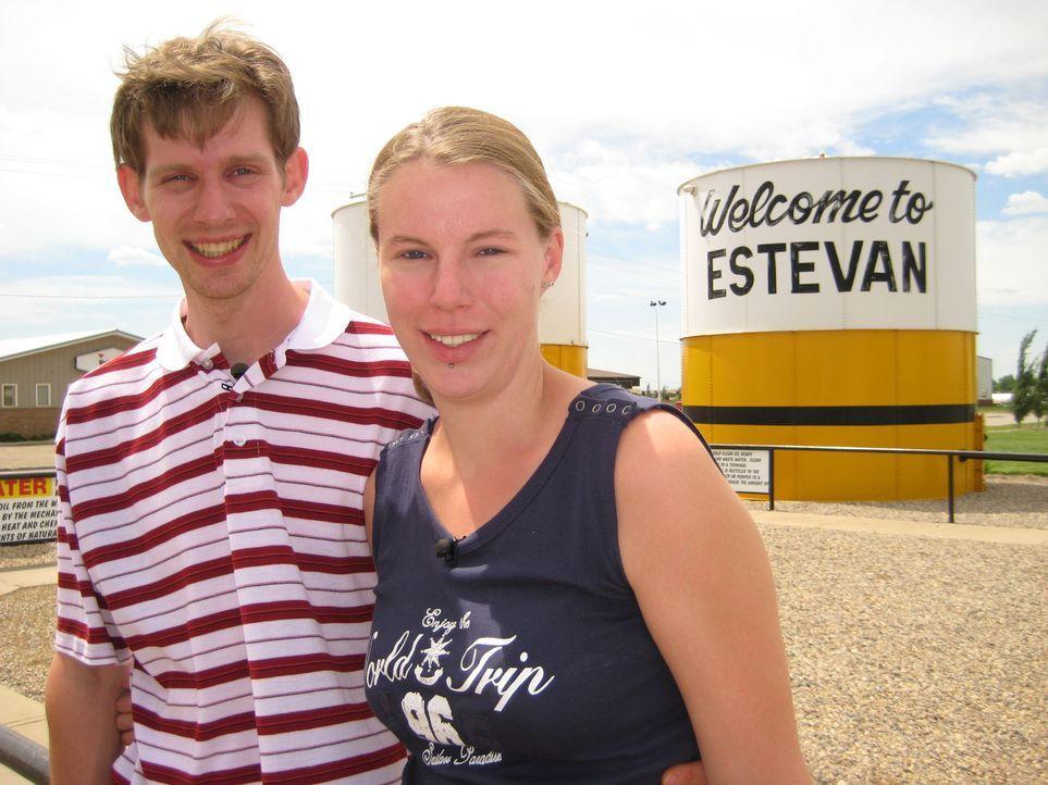 Der KfZ - Mechaniker Michi Mayr (30) und die Diplomkauffrau Ina Maul (27) aus München wandern nach Estevan in Kanada aus. - Bildquelle: kabel eins