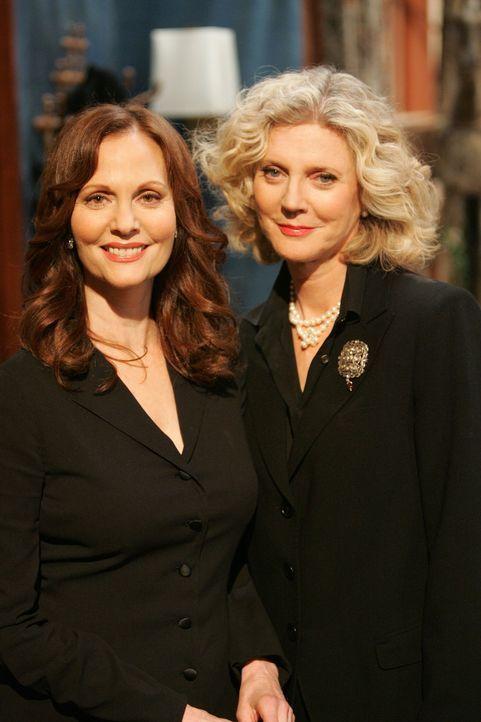 Auf der Trauerfeier von George: Tina (Lesley Ann Warren, l.) und Marilyn (Blythe Danner, r.) ... - Bildquelle: Chris Haston NBC Productions